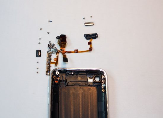 iphone-3g-s-headphone-jack-removal1