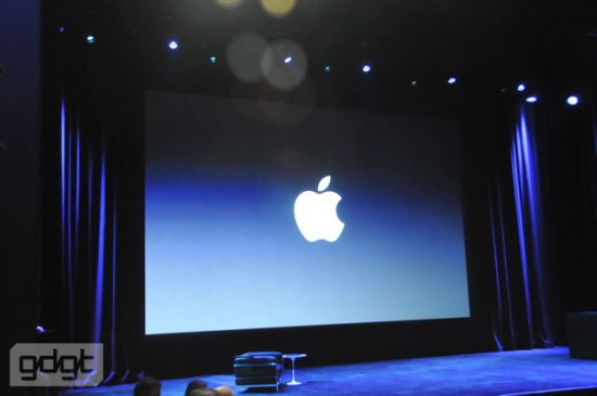 apple-tablet-keynote_001