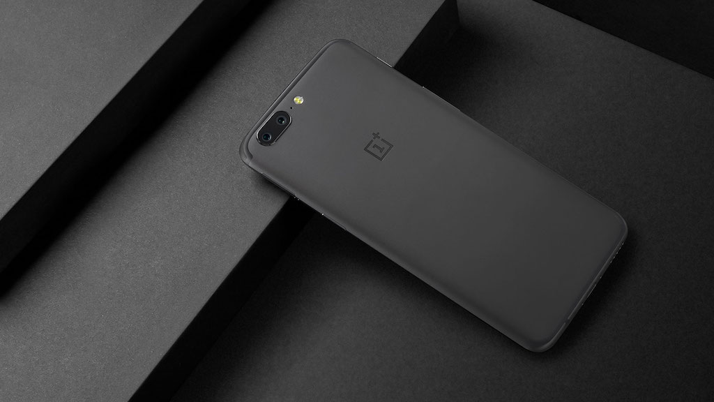 OnePlus 5 Rueckseite schwarzer Hintergrund